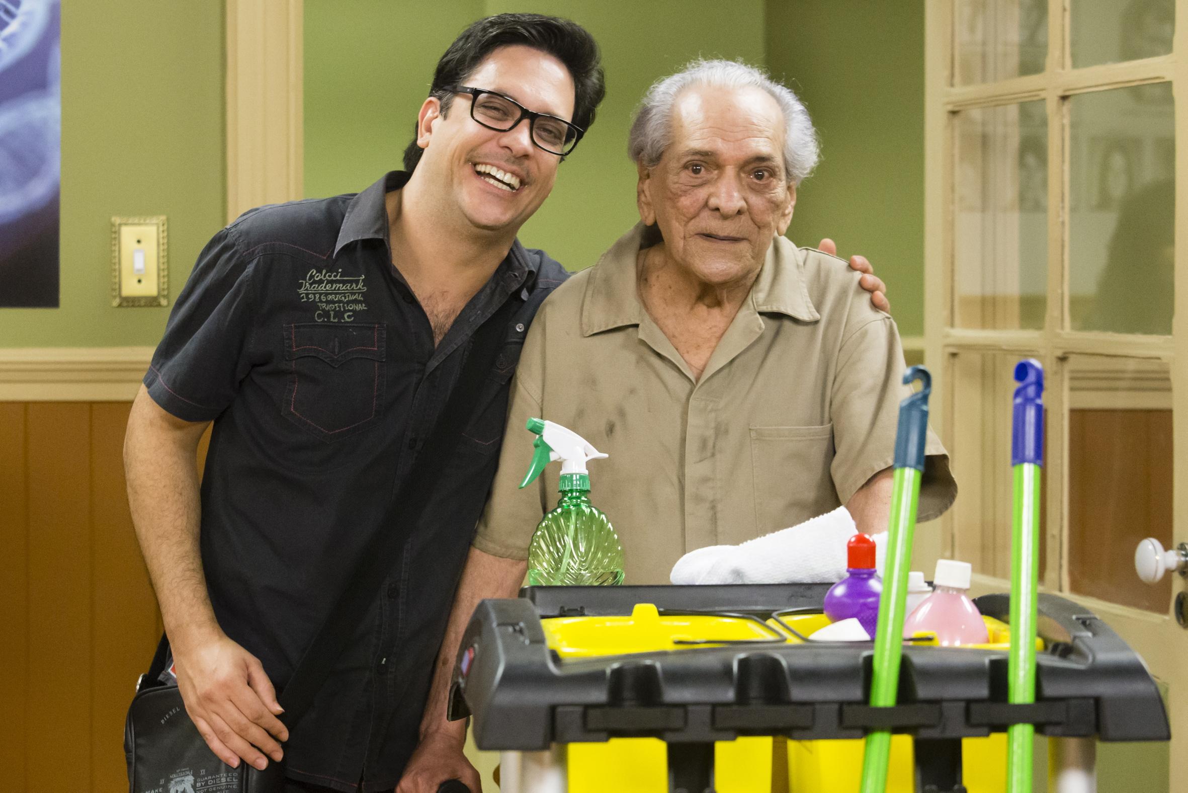 Bastidor de Lucio Mauro Filho com o pai, Lúcio Mauro, que faz uma participação especial