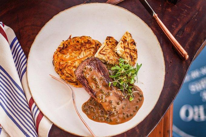Steak au poivre com batata darphin