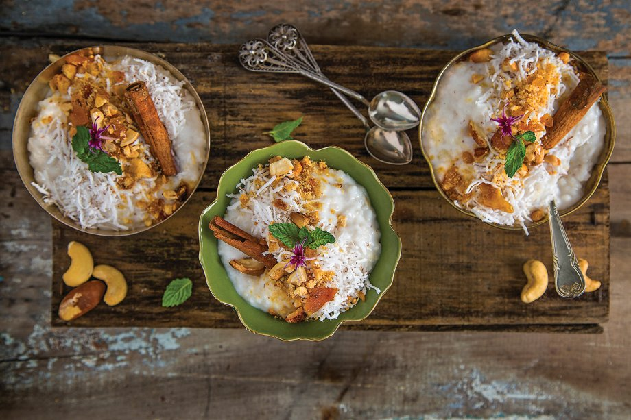 Arroz-doce com farofa de castanhas