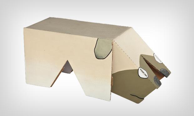 Cachorro de papelão