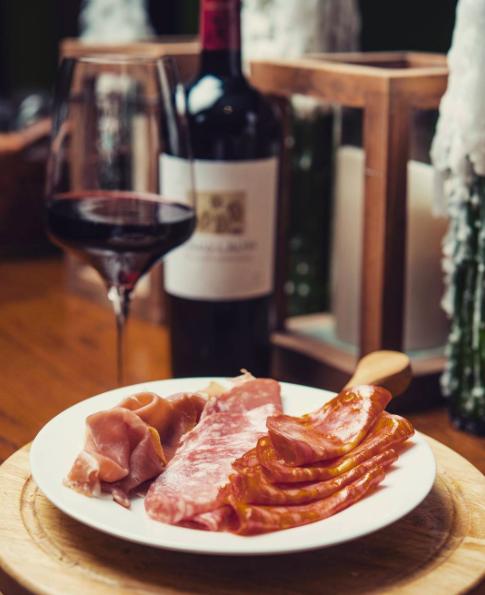 Instagram/@wineroomaruba
