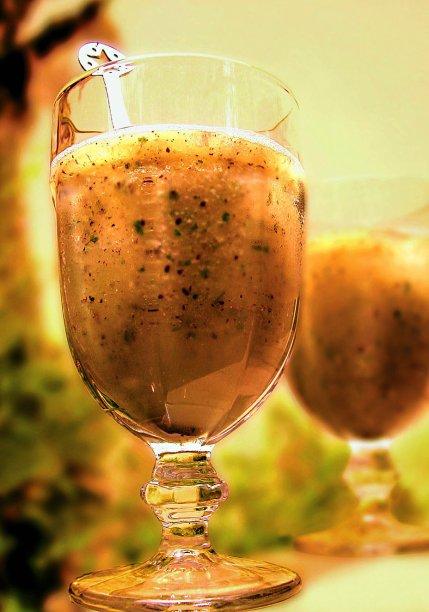 Água de coco com kiwi e melão