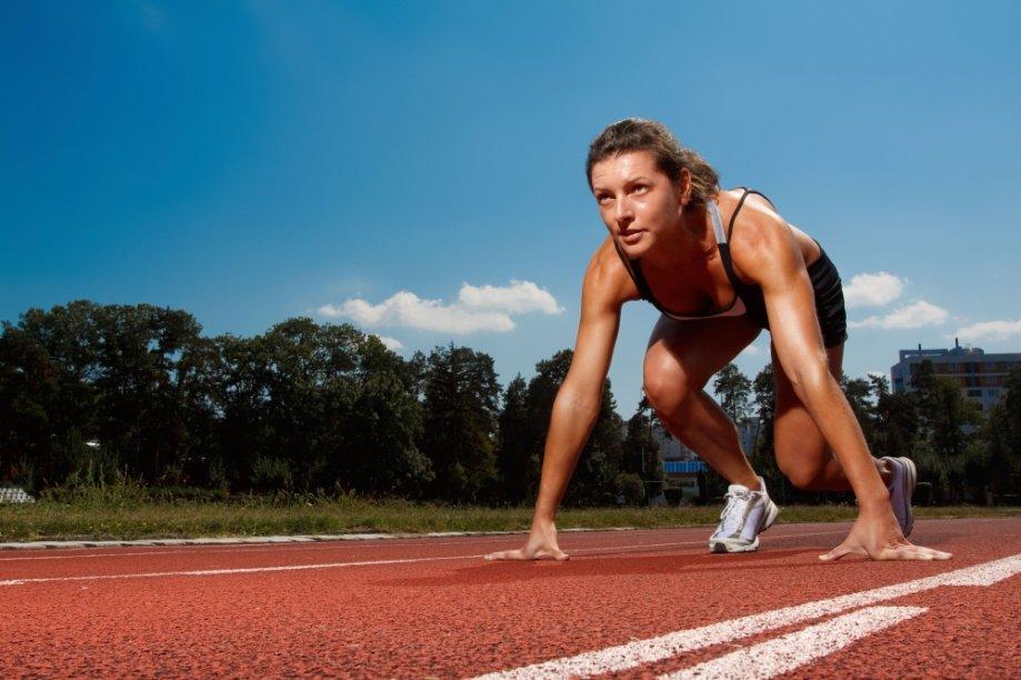 Mulher se preparando para corrida