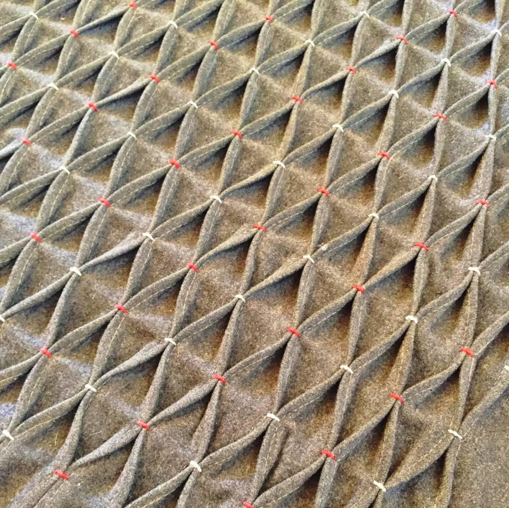Detalhe da dobradura manual feito no tecido