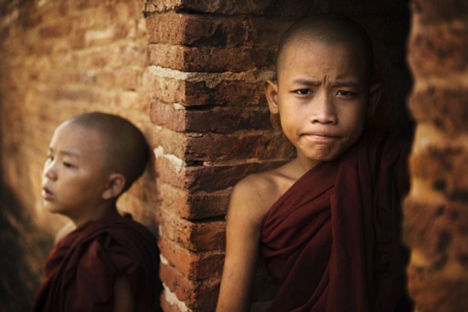 Jovem budista em Mianmar
