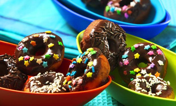 Donuts com cobertura de chocolate