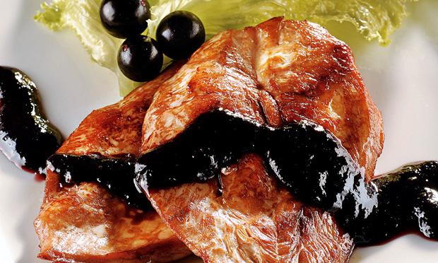 Filé de frango ao molho de jabuticaba