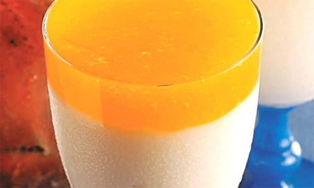 Gelatina de coco com calda
