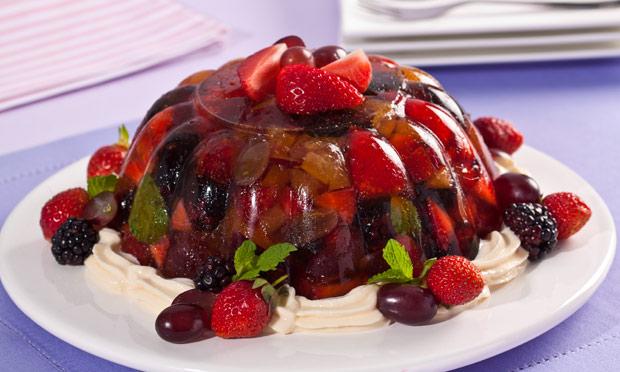 Gelatina refrescante de frutas vermelhas e maracujá