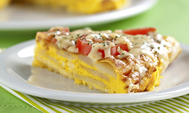 Pizza de frigideira com batata e ovos