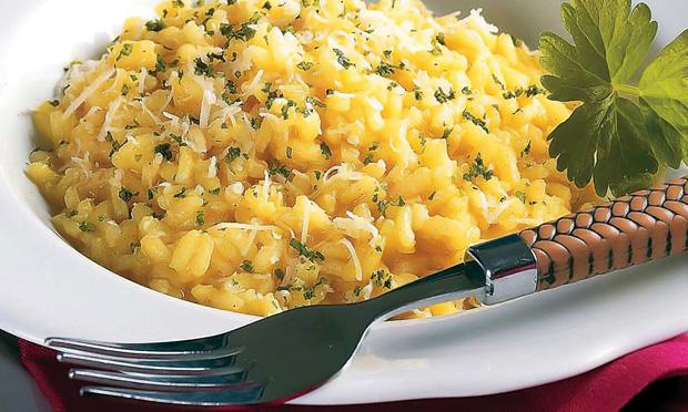 Risoto de queijo e açafrão