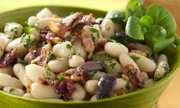 Salada de feijão branco e bacon