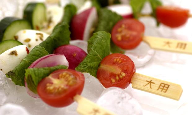 Salada no espeto