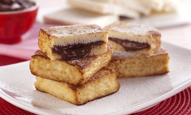 Sanduíche de rabanada e Nutella