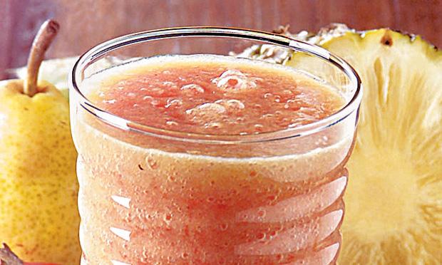 Suco de caqui, abacaxi e pera
