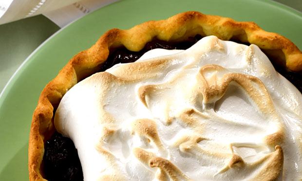 Torta de ameixa com merengue