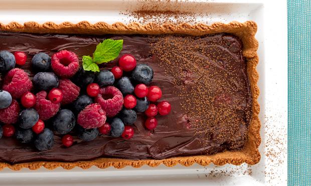 Torta de ganache com frutas vermelhas
