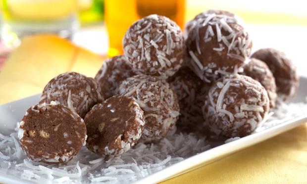 Trufas de biscoito e chocolate