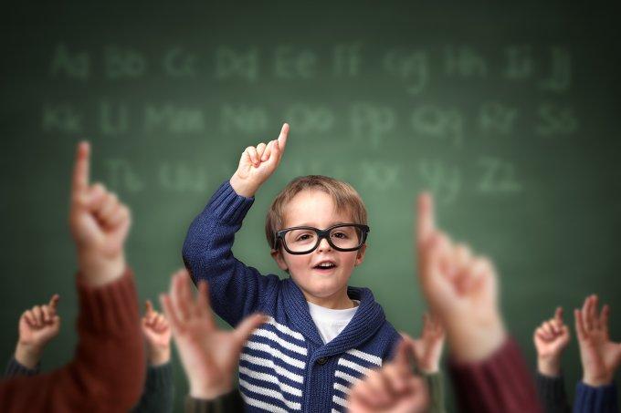 Criança como professor na escola