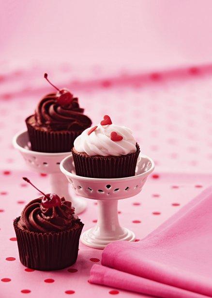 Cupcake light de merengue chocolate e ganache: você não precisa resistir!