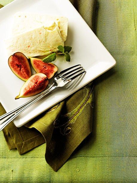 Semifreddo de ricota com figo fresco: uma sobremesa leve!
