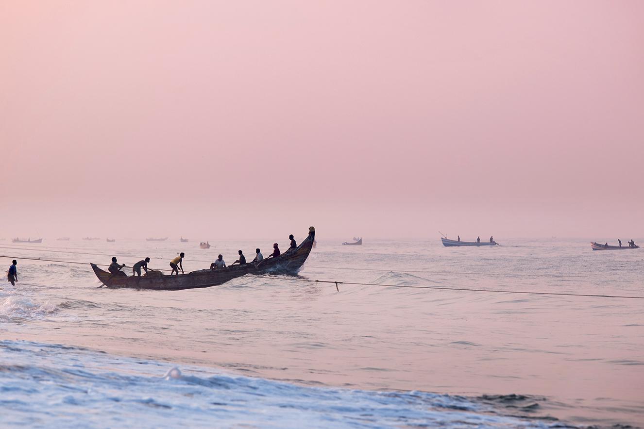 Barco de pescadores na região de Kerala, na Índia.