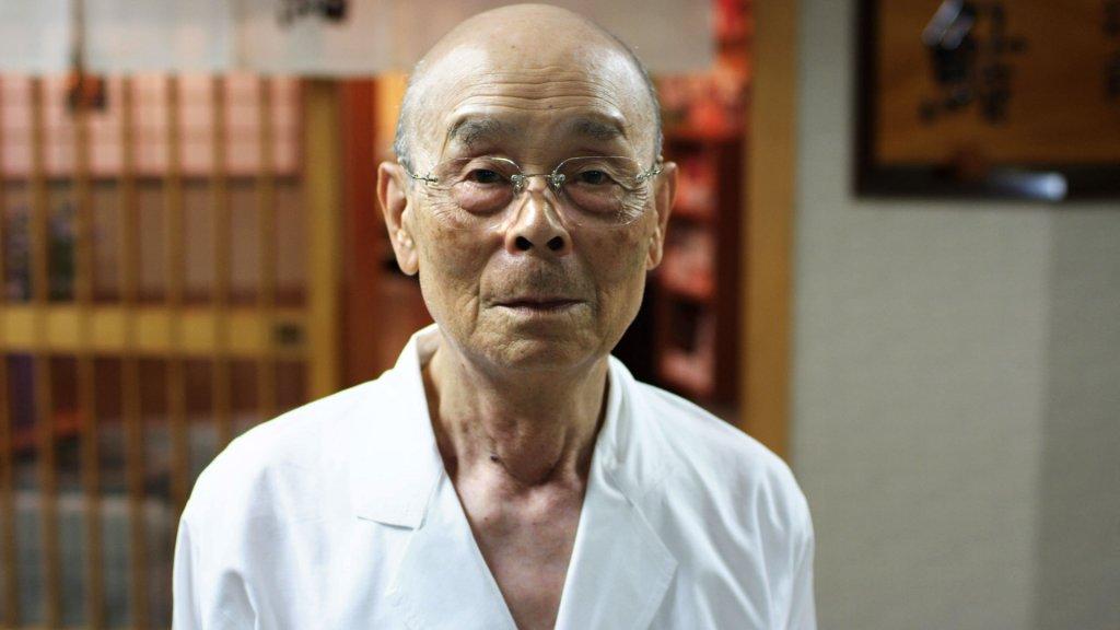 Jiro, o senhorzinho experiente que quer manter a qualidade do seu negócio mesmo após passá-lo aos filhos