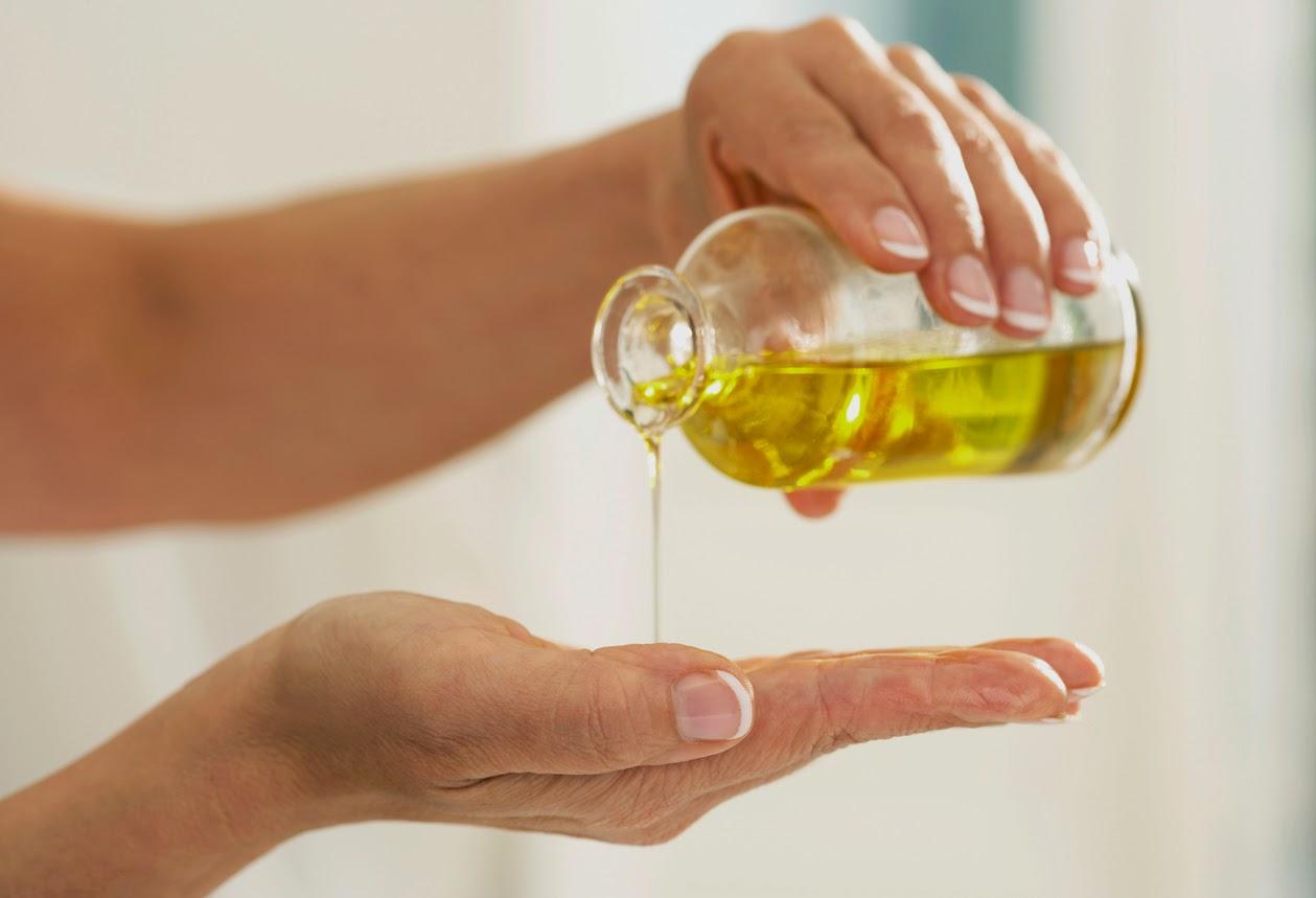 Óleo de prímula é útil para manter a umidade da pele.