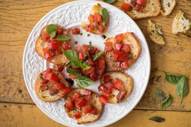 tartar-de-tomate-com-torradinhas