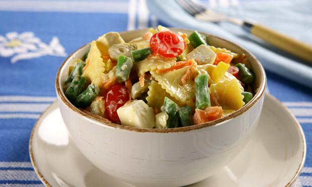 receita-salada-colorida-de-macarrao