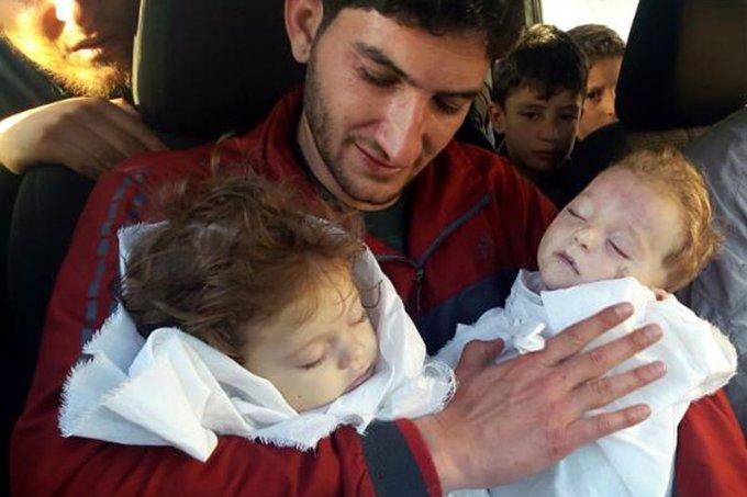 ataque-quimico-siria-pai-carrega-gêmeos