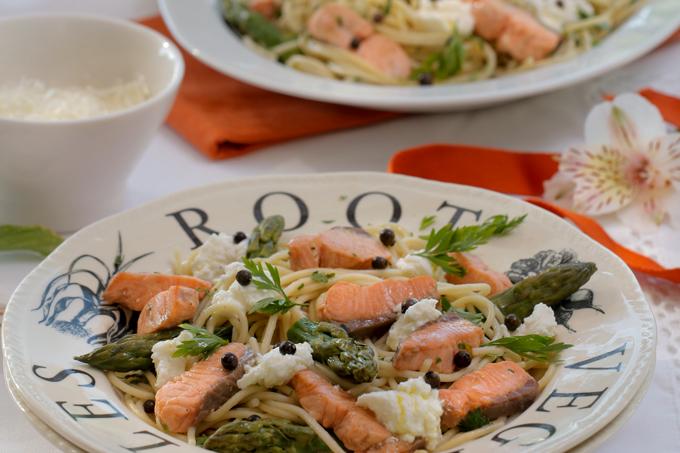 Pasta de salmão com ricota e aspargos