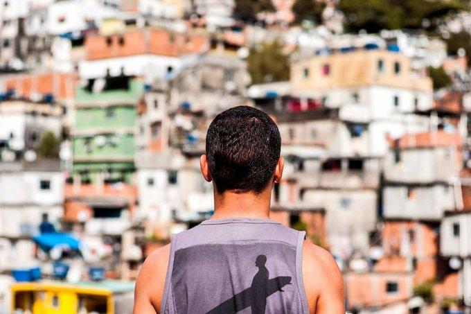 Morador da Rocinha, por Carolina Kasting