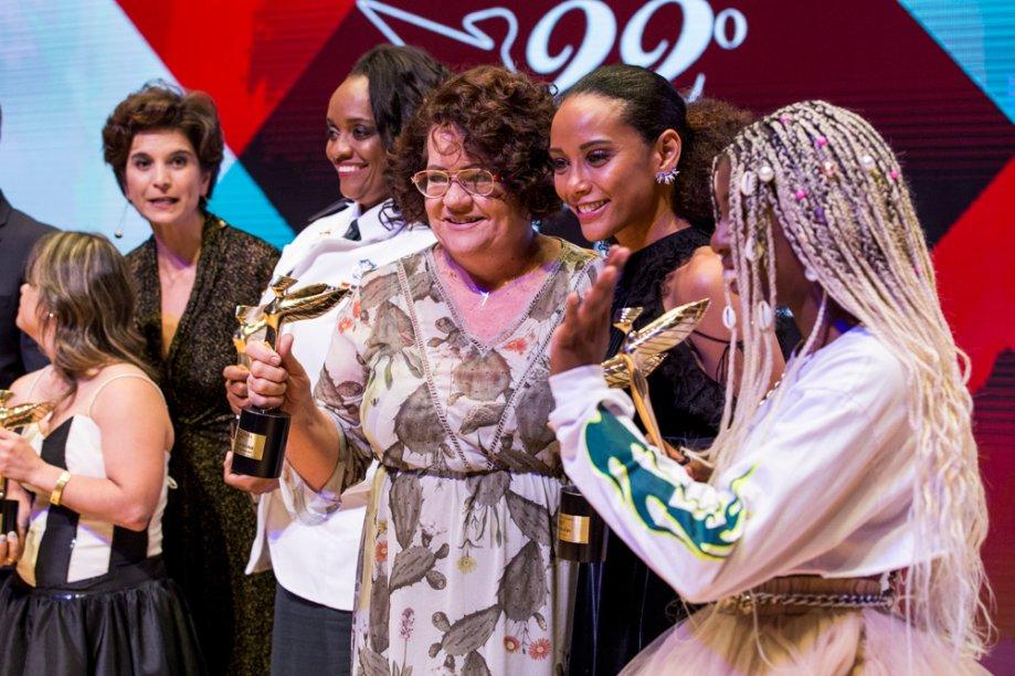 Eufrasia Agizzio, Consultora Natura Inspiradora, posa com a homenageada hors-concours Taís Araújo
