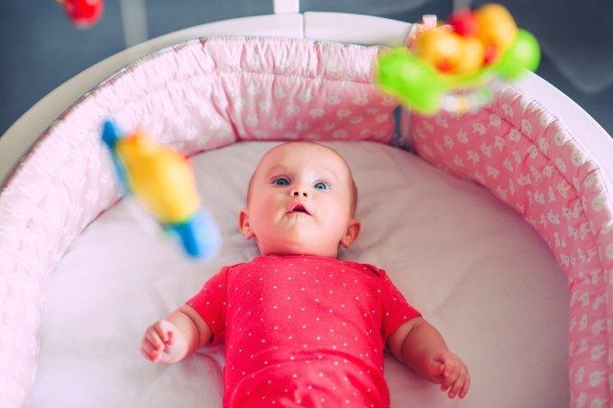 Bebê em berço