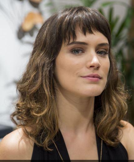 A atriz Bianca Bin, que cortou franjinha na nova fase da novela
