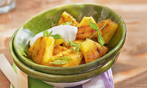 receita-abacaxi-grelhado-molho-iogurte