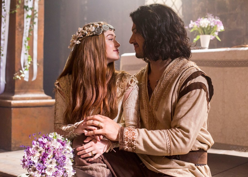 Amália (Marina Ruy Barbosa) e Afonso (Romulo Estrela) no casamento