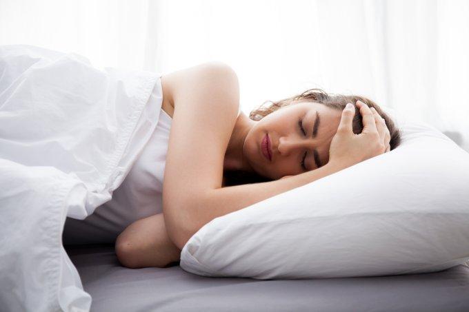 mulher dormindo – sono