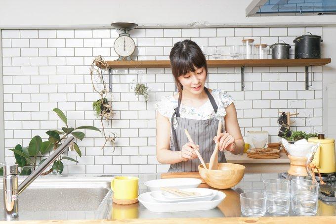mulher-cozinhando