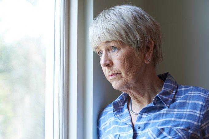 idosa—mulher
