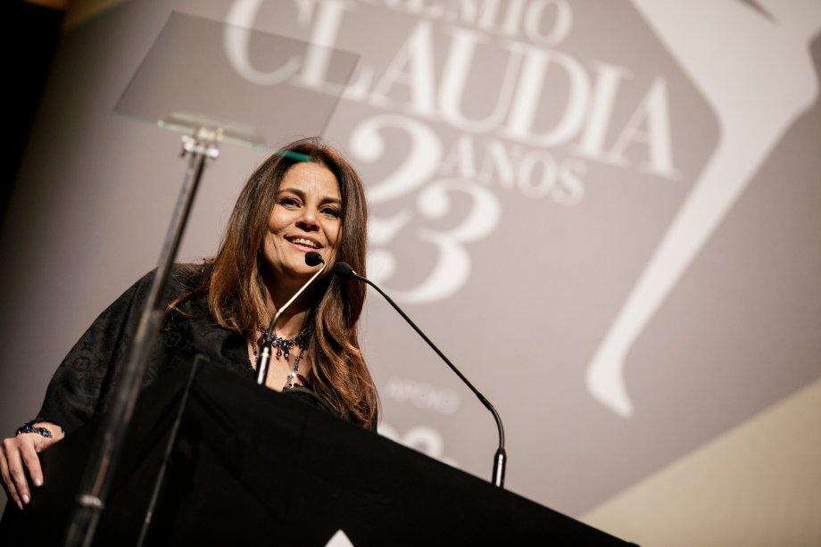 A diretora de CLAUDIA, Guta Nascimento, abre o evento falando sobre a importância de tantos trabalhos inspiradores para a construção de um país melhor.