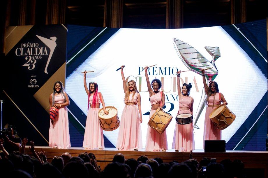 """As Valquírias, grupo musical do instituto homônimo, apresentou a canção """"Maria, Maria"""", que celebra a força feminina."""