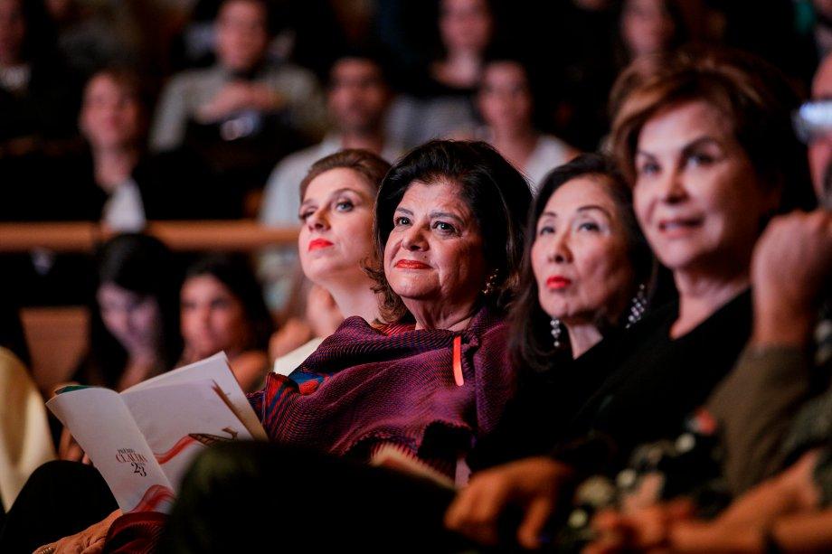 As executivas Luiza Helena Trajano e Chieko Aoki acompanharam da primeira fila.