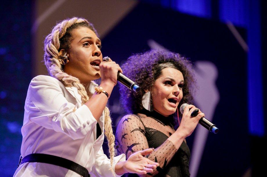 """A banda As Bahias e A Cozinha Mineira cantou """"Como Nossos Pais"""" e emocionou a plateia"""