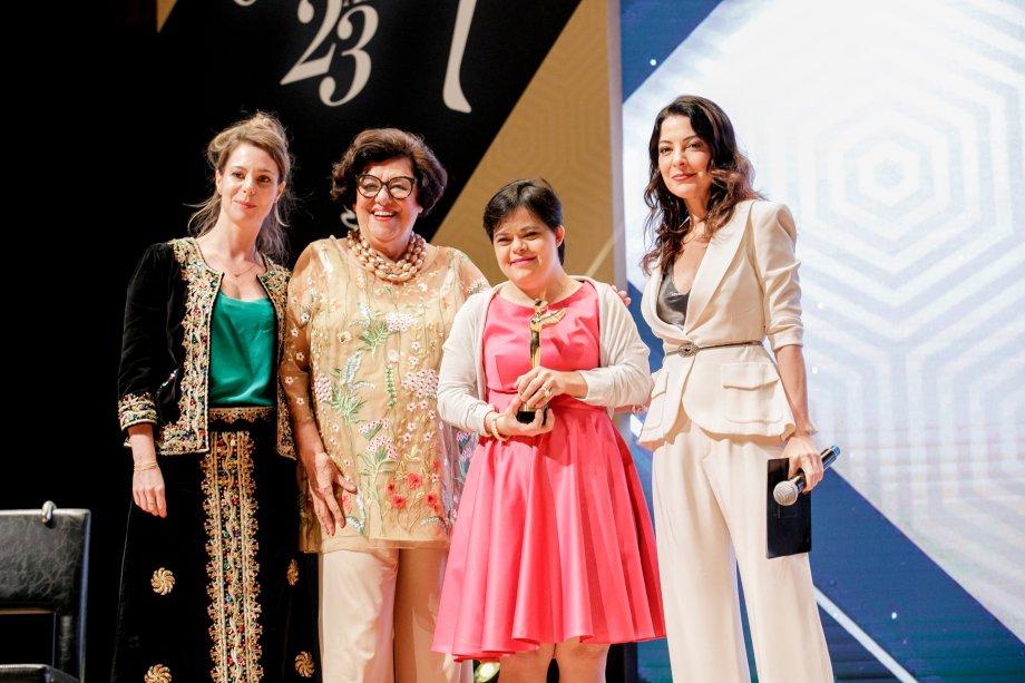 Débora Seabra, a primeira educadora com Síndrome de Down, foi a vencedora da categoria Trabalho Social