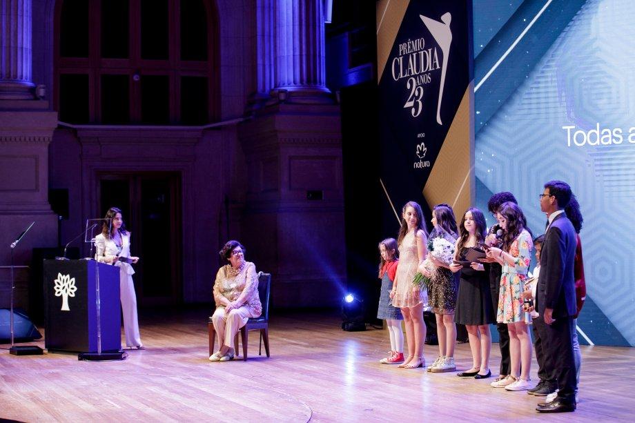 A autora Ruth Rocha foi homenageada por um grupo de crianças que declamou a Declaração Universal dos Direitos Humanos