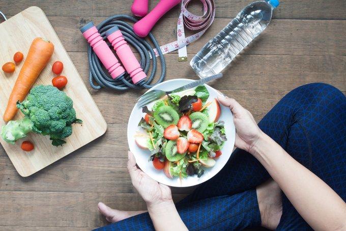 dieta—alimento—exercícos-físicos—alimentação
