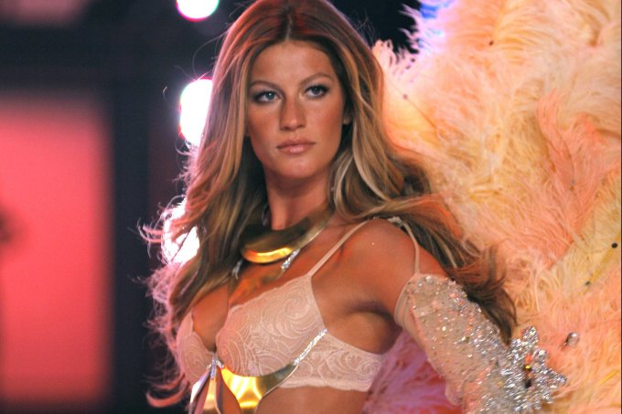 11th Victoria's Secret Fashion Show – Runway