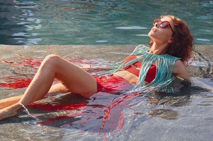 moda-piscina-biquíni-mulher-praia-piscina-verã-